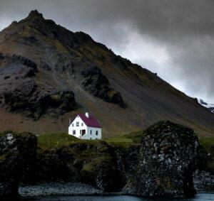O que fazer na Islândia: O diversificado país que apresenta erupções de lava, gelo e rios que atravessam desertos